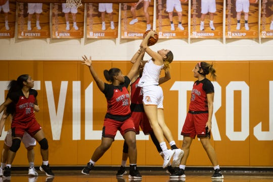 West Oso Bears defeat Beeville Trojans 33-24 at the Beeville High School on Tuesday, Jan. 29, 2019.