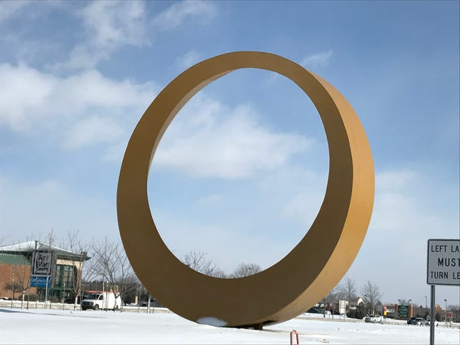 The M59 Golden Corridor icon in the median of M-59/Hall Road in Sterling Heights on Jan. 30, 2019.