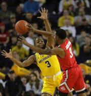 Michigan guard Zavier Simpson defends against Ohio State guard C.J. Jackson during first half action Tuesday, January 29, 2019 at the Crisler Center in Ann Arbor, Mich.