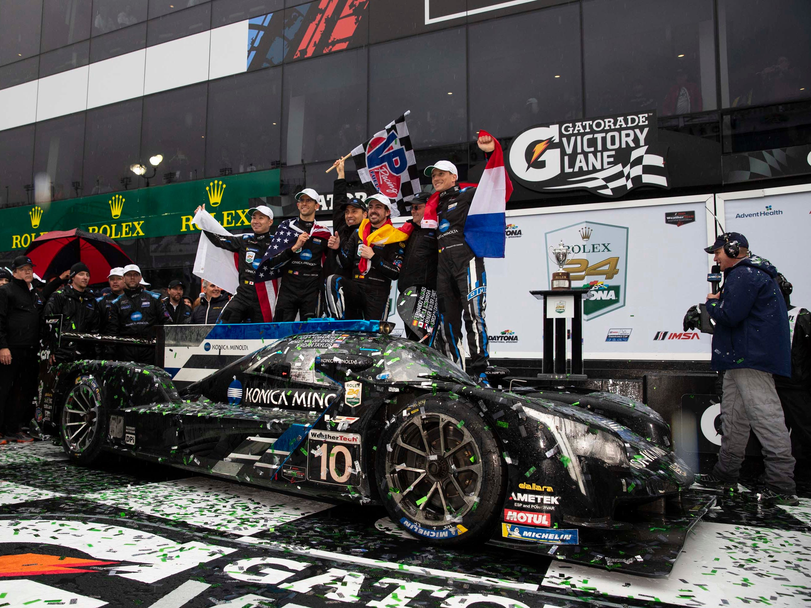 The #10 Wayne Taylor Racing Cadillac DPi.V-R driven Fernando Alonso, Kamui Kobayashi, Jordan Taylor and Renger van der Zande won the Rolex 24 Hours of Daytona. Alonso became only the third F1 driver to win the Formula car crown and the 24.