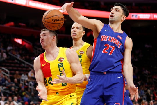 Pistons center Zaza Pachulia  reaches for the ball in front of Bucks guard Pat Connaughton and forward D.J. Wilson.