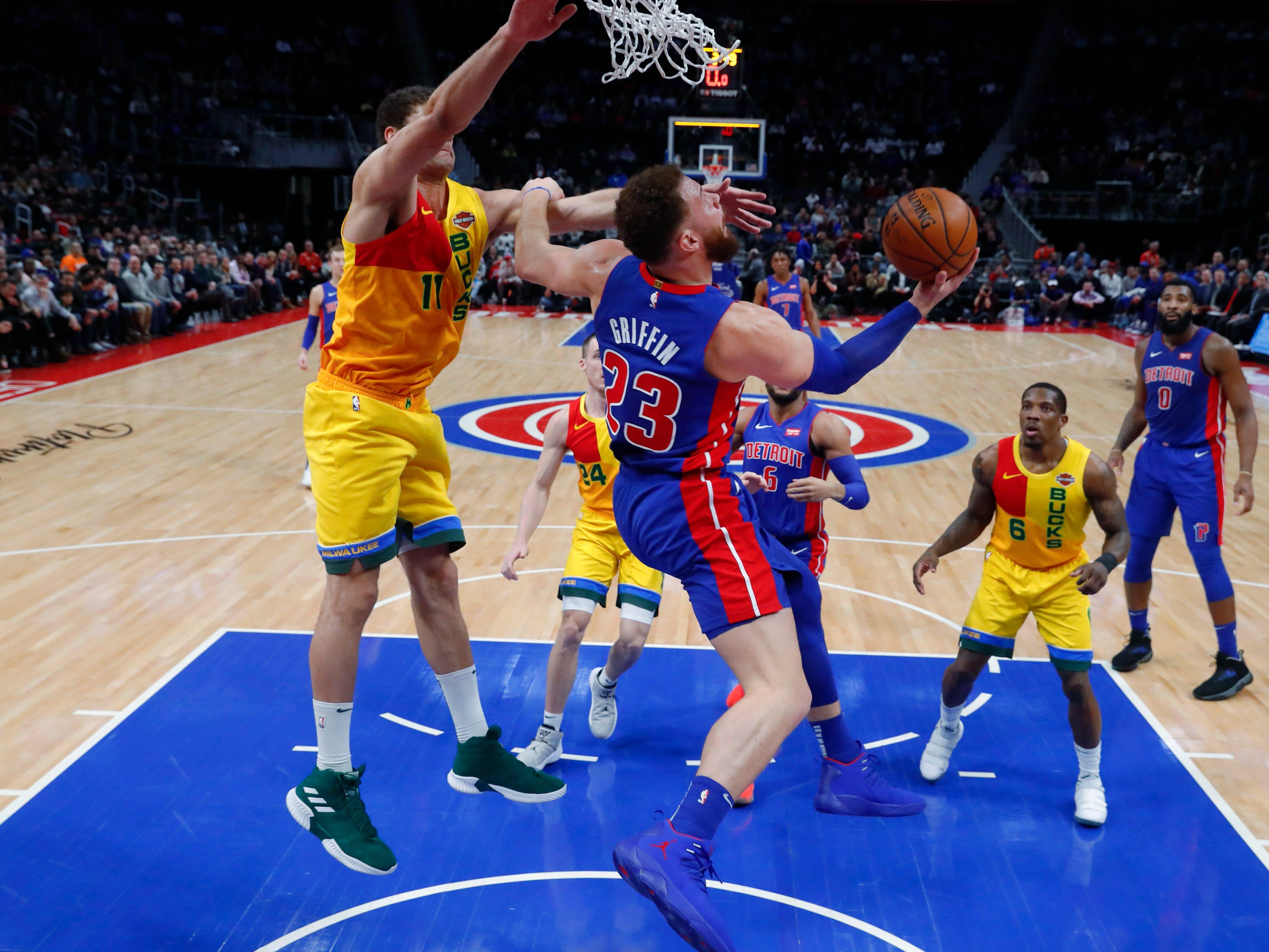 Pistons forward Blake Griffin drives on Bucks center Brook Lopez o Tuesday night.