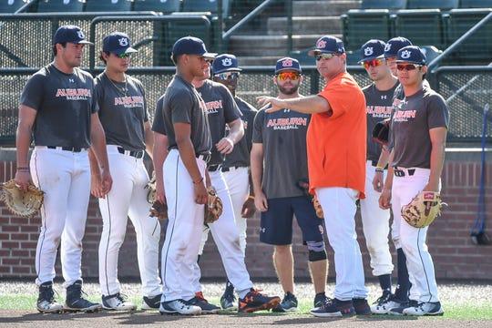 Auburn baseball coach Butch Thompson (center) talks to his team during fall practice on Thursday, October 4, 2018 in Auburn, Ala.