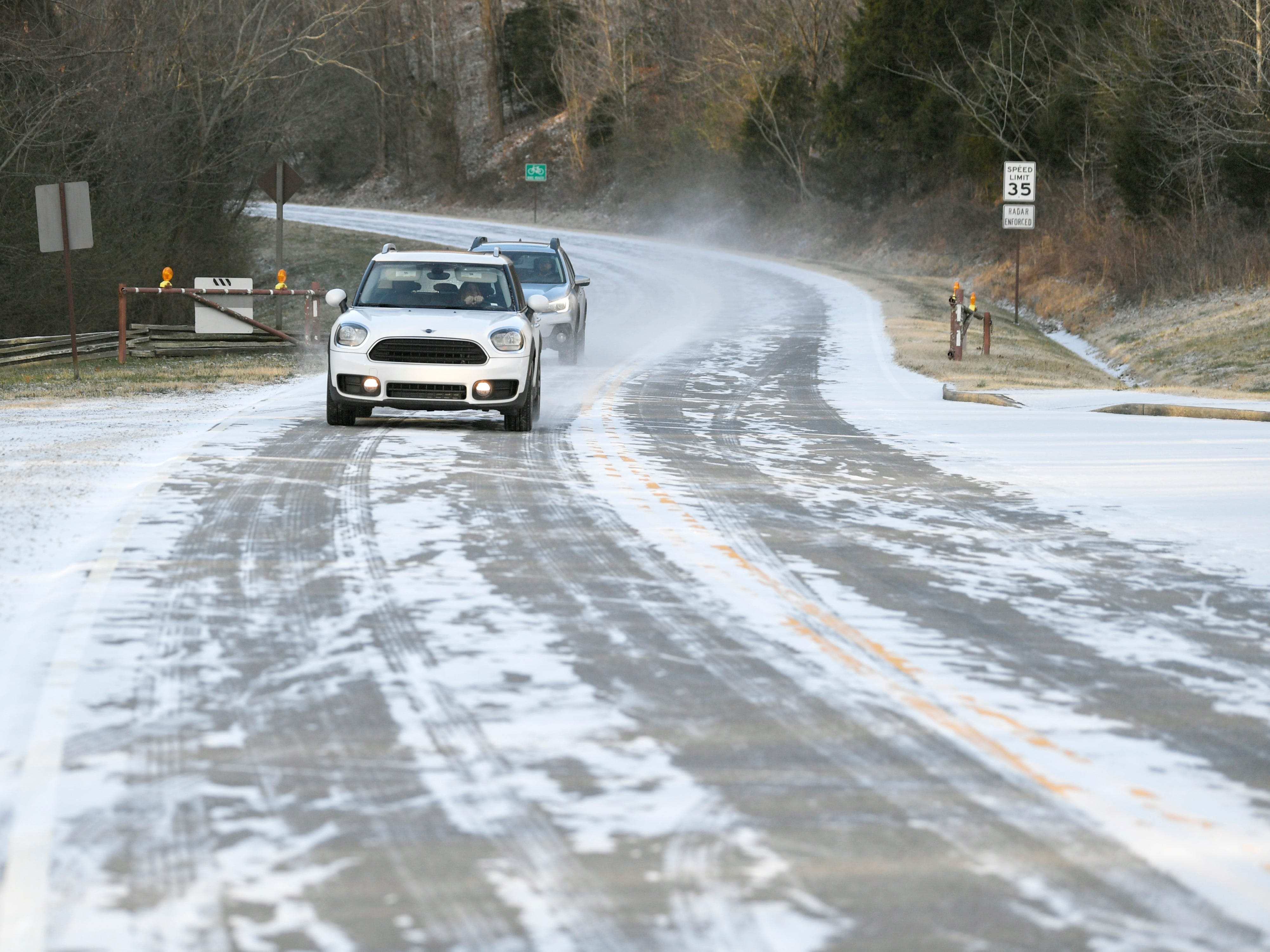 Cars make their way off Natchez Trace Parkway in Franklin after a dusting of snow hit Middle Tennessee Wednesday, Jan. 30, 2018.