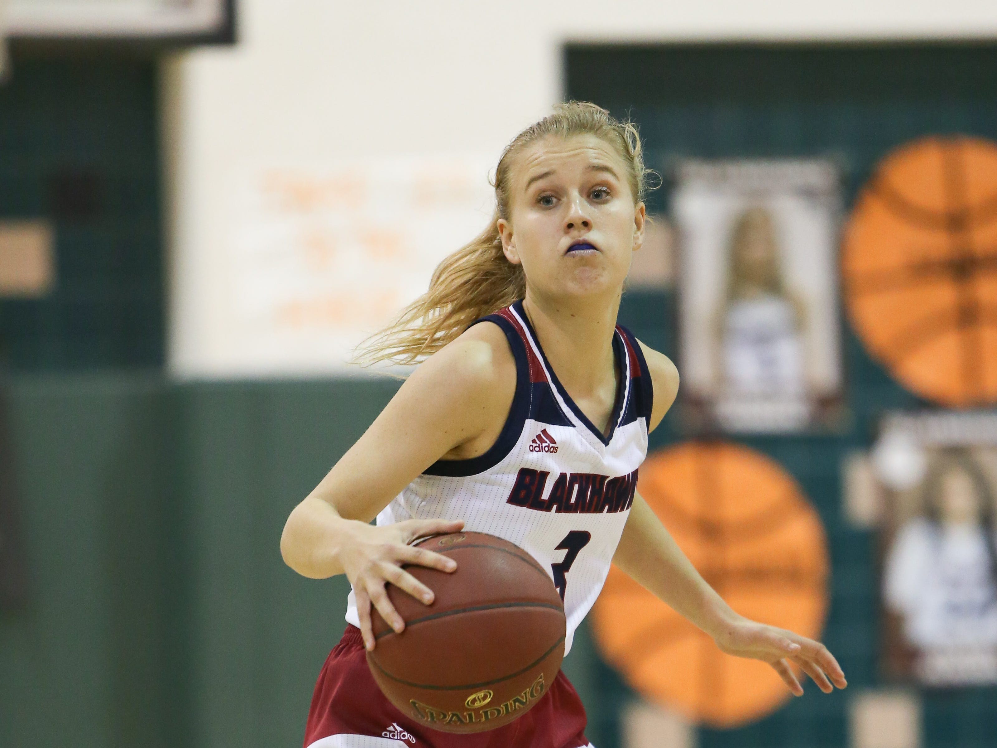 Francine Ansley looks for an open teammate to pass to on Tuesday for La Quinta.
