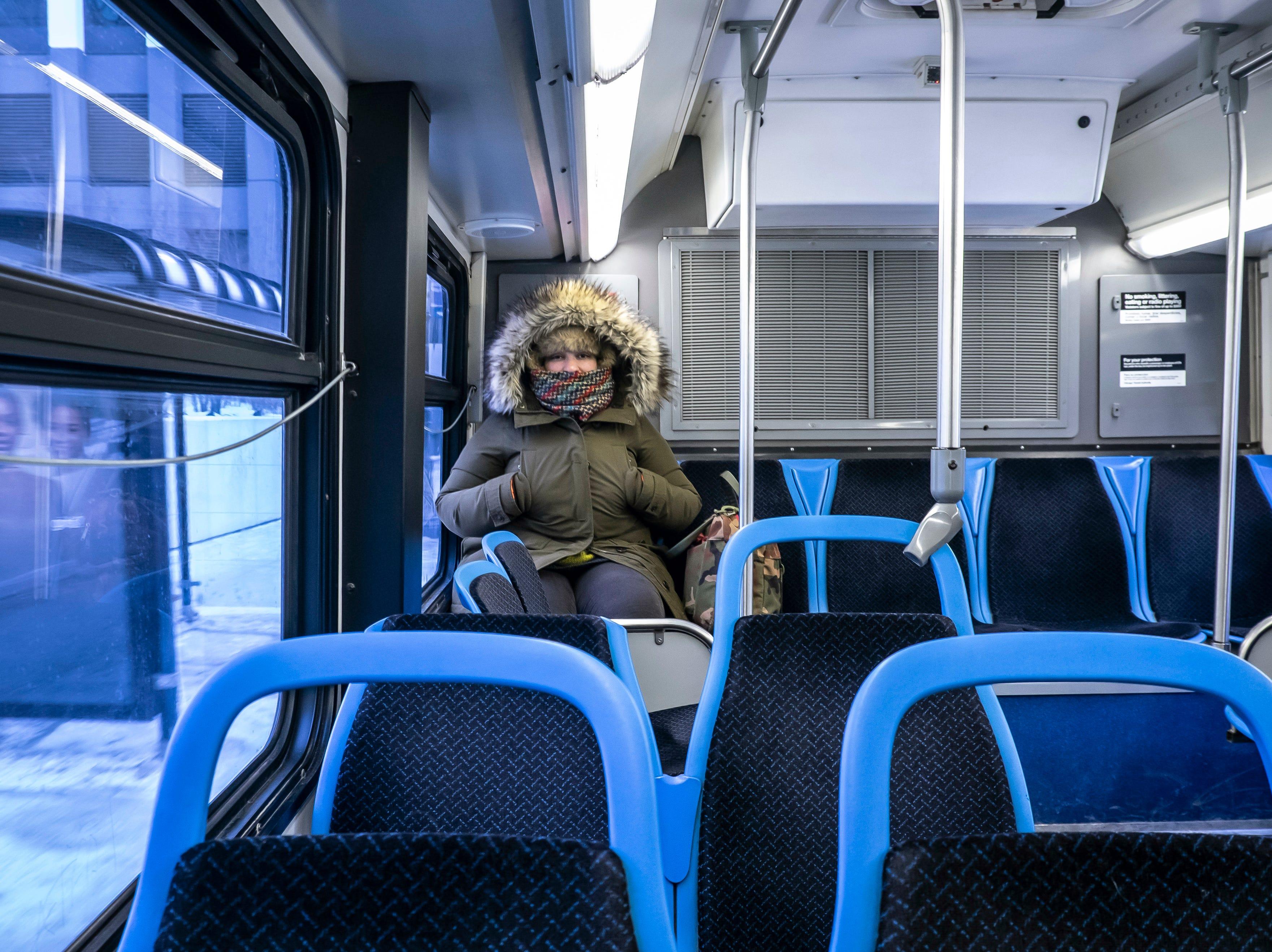Lisa Laws viaja sola en un autobús de CTA el miércoles 30 de enero de 2019.