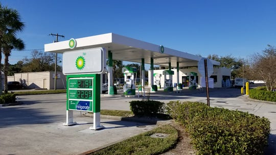 Authorities are seeking the suspects in a violent armed robbery in the parking lot behind the BP gas station on 20th Street in Vero Beach.