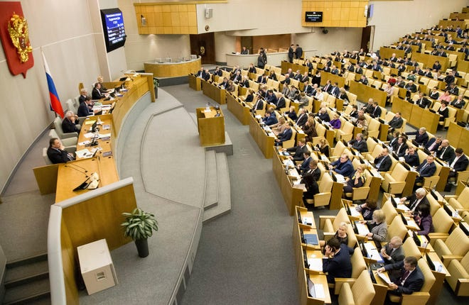 Russian lawmakers vote at the State Duma (lower parliament house) in Moscow, Jan. 27, 2017.