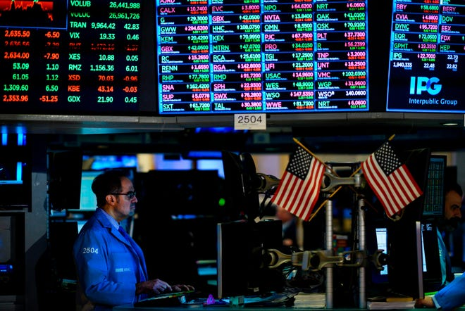 Traders and financial professionals work ahead of the closing bell on the floor of the New York Stock Exchange (NYSE) on January 29, 2019, in New York City.