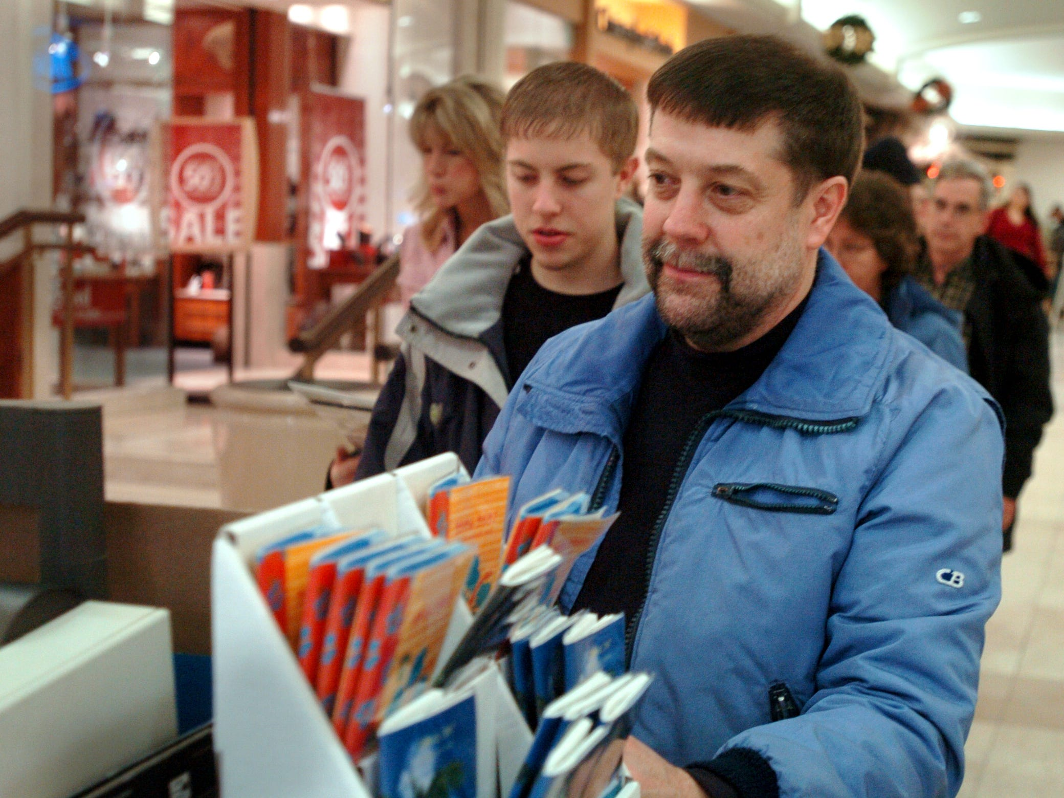 Craig Wakeley of Endicott buys a calendar at the Oakdale Mall in Johnson City on Dec. 26, 2005.