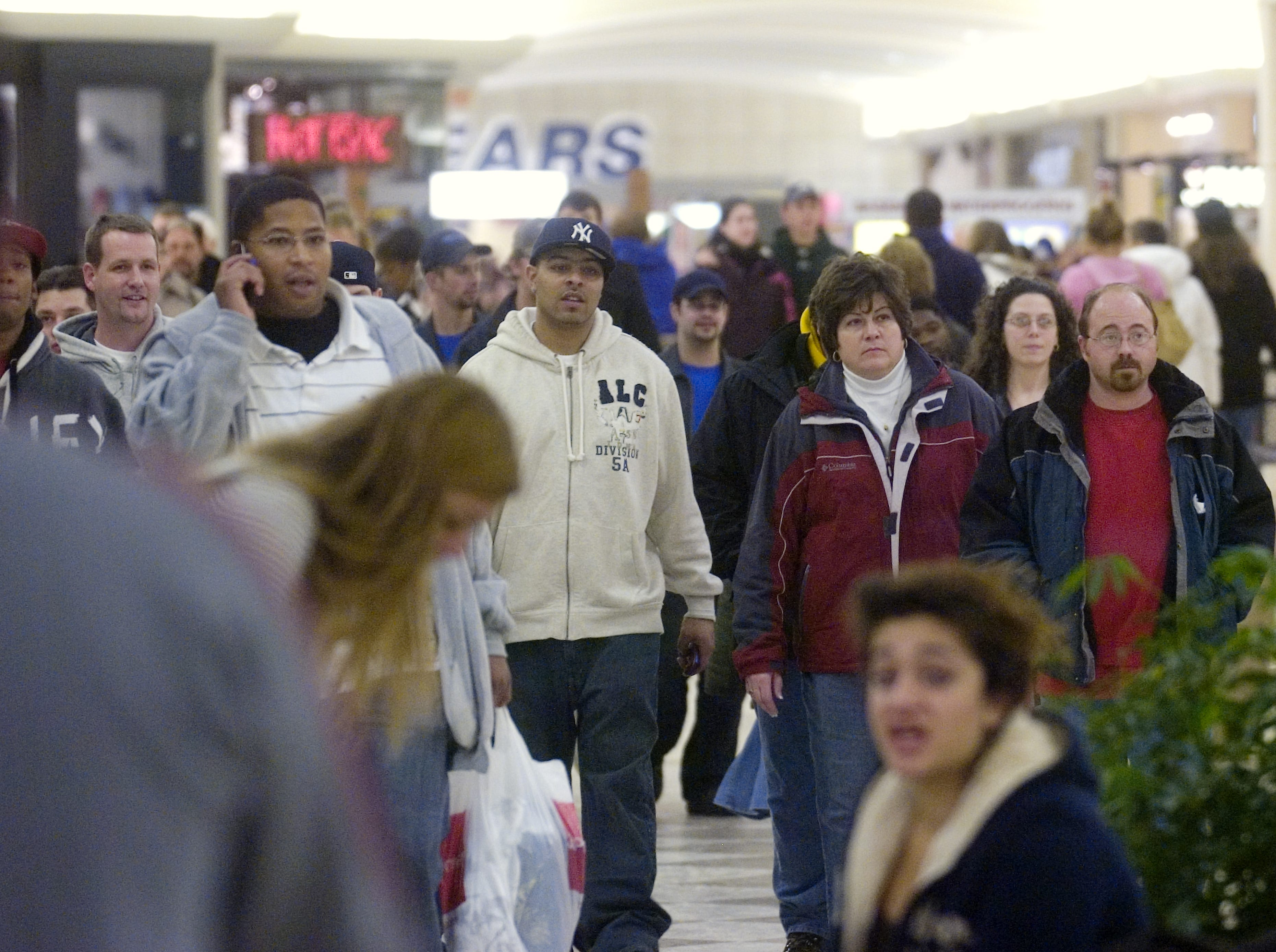 Holiday shoppers pack the Oakdale Mall, Saturday, December 20, 2008. Stores throughout the area drew crowds.