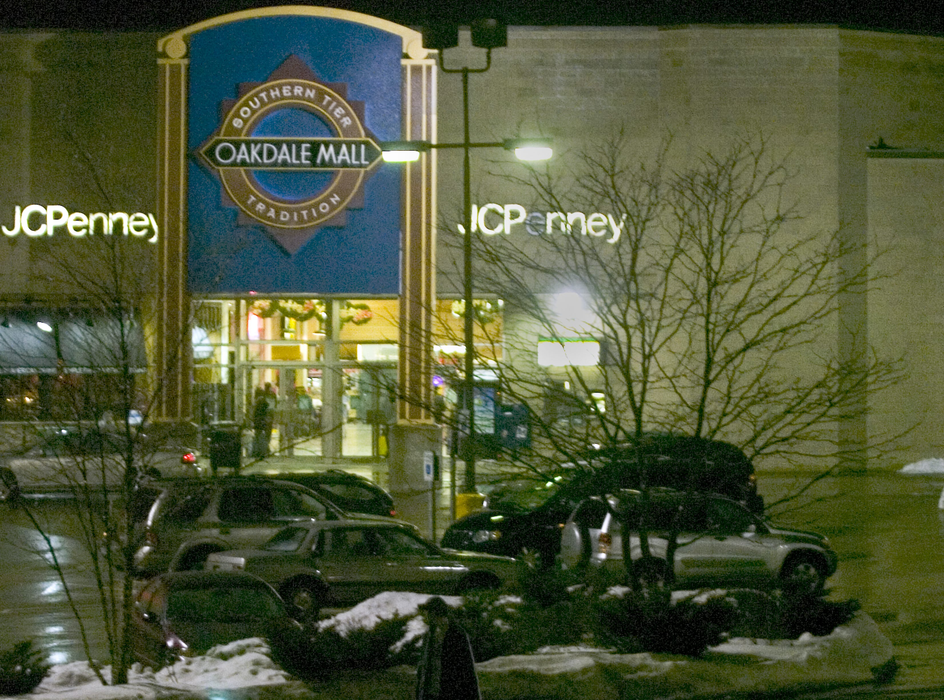 Sunday evenings icy weather kept holiday shoppers home as the parking lot at the Oakdale Mall in Johnson City was not crowed at all on Dec. 9, 2007.