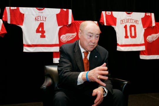 Red Kelly talks to reporters during an NHL event at the Renaissance Center in Detroit in 2008.