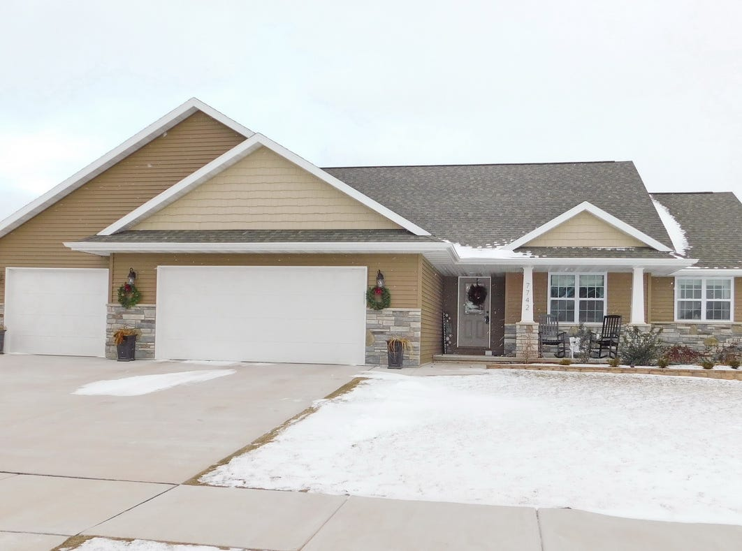Former Green Bay Packers coach Jeff Blasko is selling his house at 7742 Ava Hope Trail in Ledgeview. Blasko will be assistant offensive line coach for the Cleveland Browns in 2019.