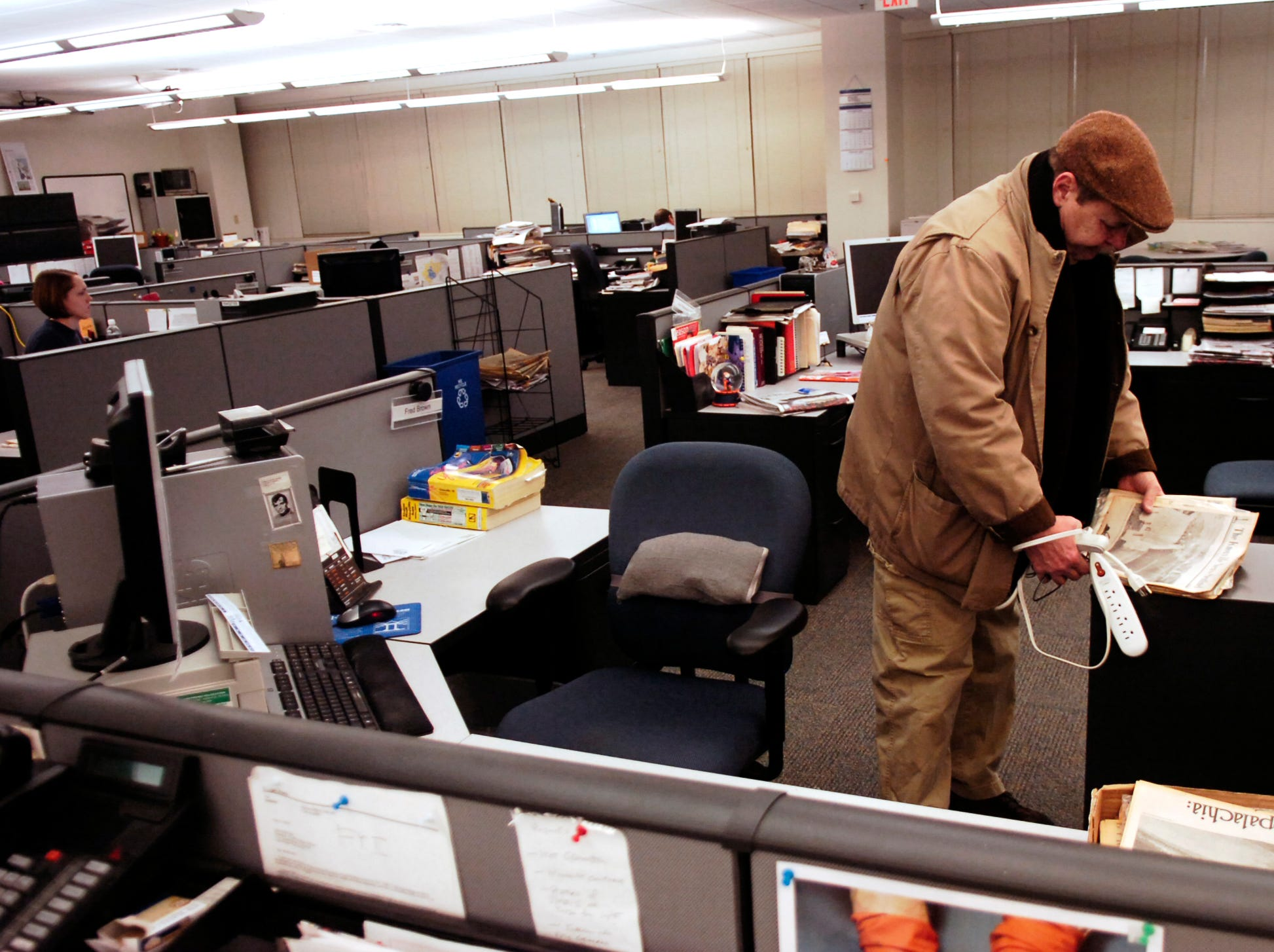 KNS senior writer Fred Brown leaves the newsroom for the final time on Friday, Jan. 18, 2008. He retired after a 45-year career that began at the Pensacola News Journal.