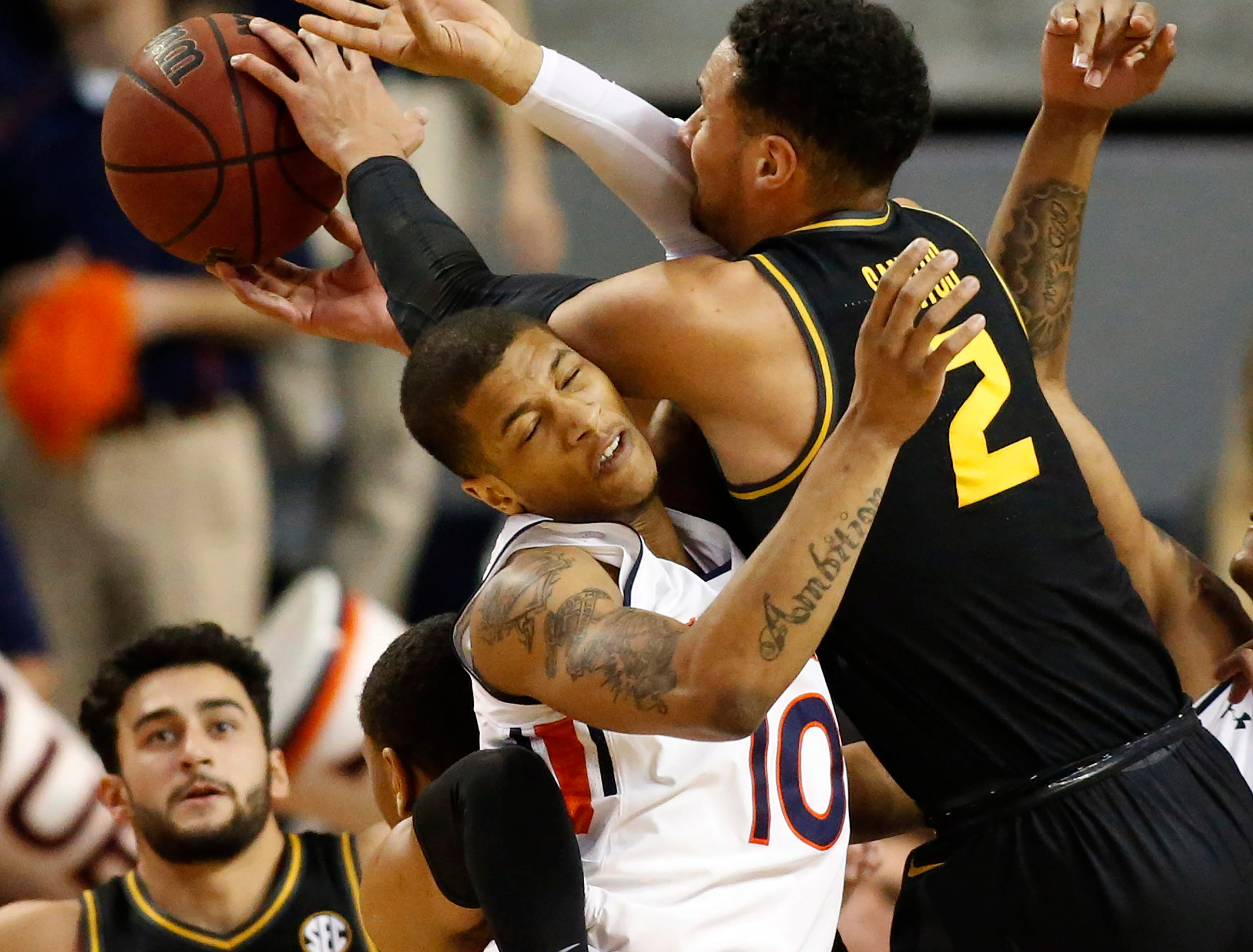 Jan 30, 2019; Auburn, AL, USA; Missouri Tigers guard KJ Santos (2) battles for a rebound against Auburn Tigers guard Samir Doughty (10) during the first half at Auburn Arena. Mandatory Credit: John Reed-USA TODAY Sports