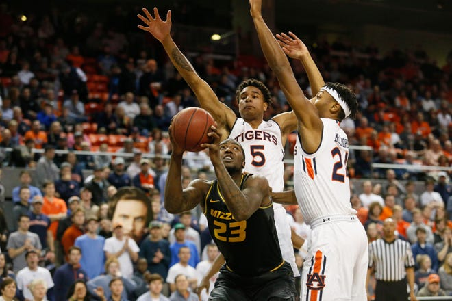 Auburn forwards Chuma Okeke (5) and Anfernee McLemore (24) defend Missouri forward Jeremiah Tilmon (23) on Jan. 30, 2019.