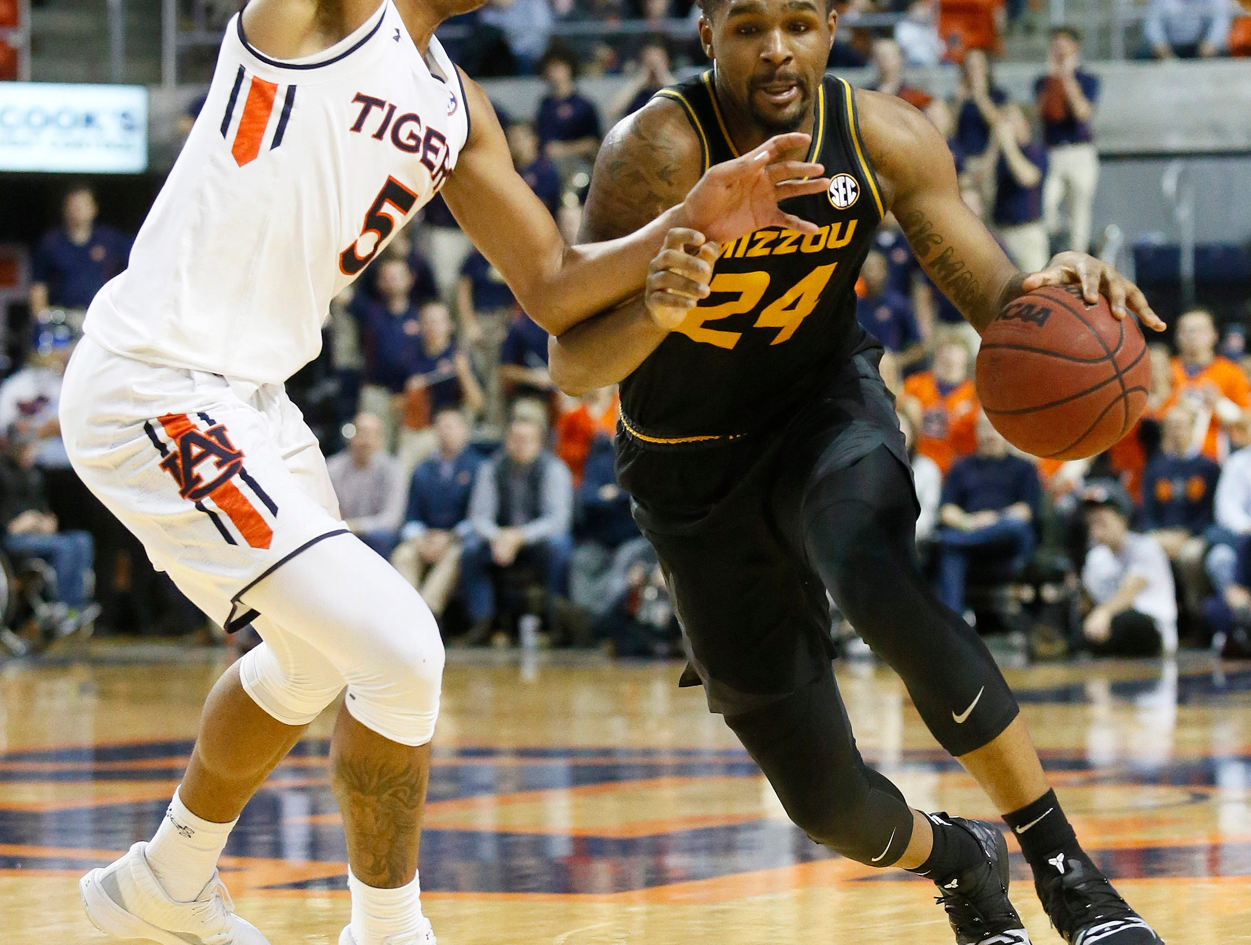 Jan 30, 2019; Auburn, AL, USA; Missouri Tigers forward Kevin Puryear (24) drives against Auburn Tigers forward Chuma Okeke (5) during the first half at Auburn Arena. Mandatory Credit: John Reed-USA TODAY Sports