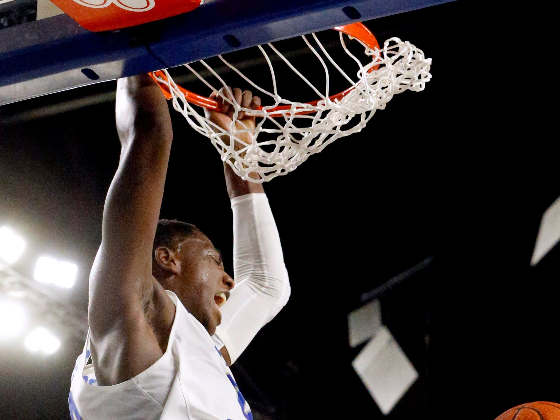 MTSU forward Reggie Scurry (22) dunks the ball against UAB on Wednesday Jan. 30, 2019.