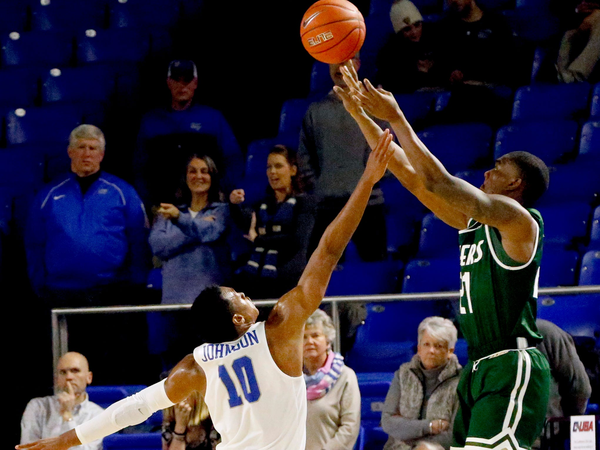 MTSU guard Jayce Johnson (10) guards UAB's guard Jalen Perry (21) as he shoots on Wednesday, Jan. 30, 2019.