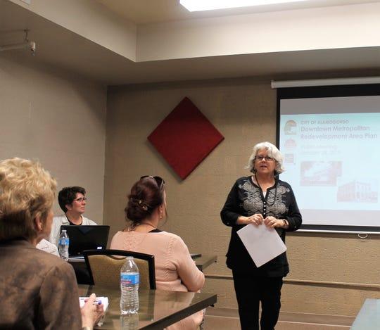 Consensus Planning Principal Jackie Fishman presents the draft Downtown Metropolitan Redevelopment Area Plan Jan. 28.