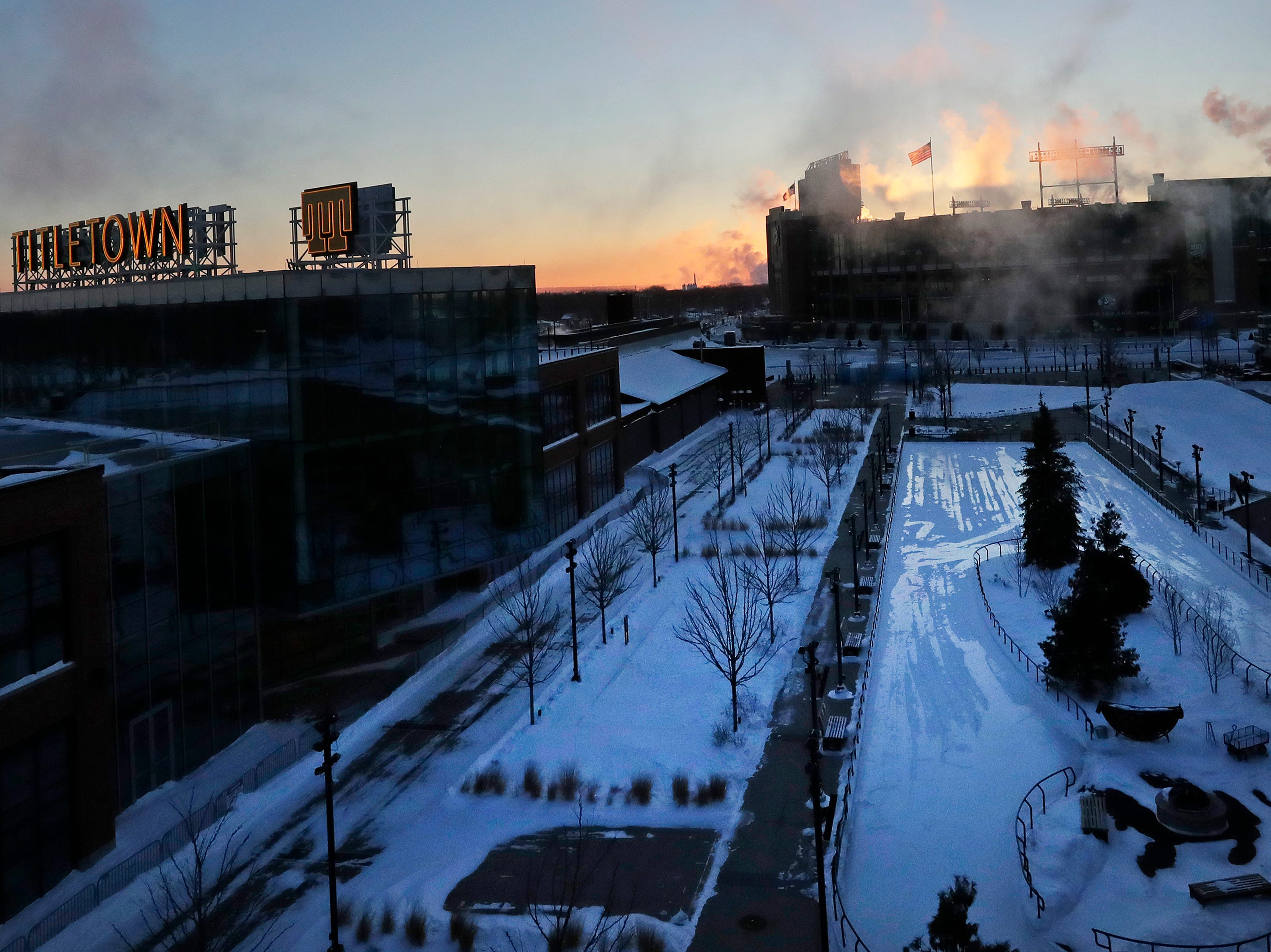 The sun rises with temperatures around -20 at Lambeau Field on Thursday, January 31, 2019 in Green Bay, Wis.