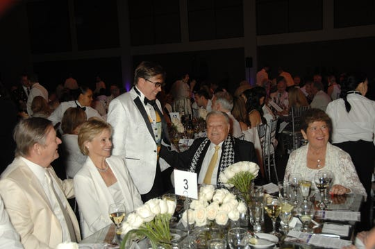 (l-r) Aubrey Serfling, CEO of Eisenhower Health, Lori Serfling, Mayor of Palm Springs Robert Moon, Museum Executive Vice Chair and honoree Harold Matzner, and Connie Norton.