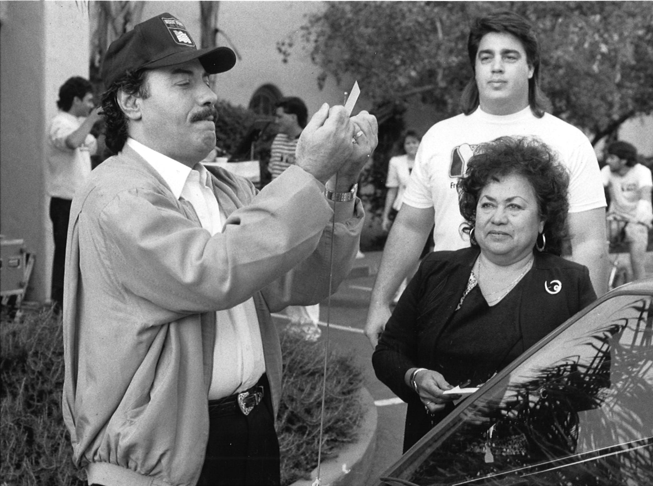In 1991, Tony Orlando paid a visit to KOY-AM in Phoenix and tied a yellow ribbon on fan Susan Sesma's car.