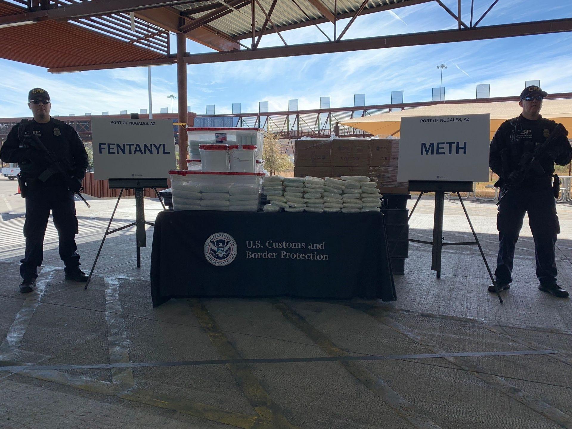 Los oficiales de Aduanas y Protección Fronteriza de los EE. UU. frustraron el mayor intento de contrabando de fentanilo a través de la frontera entre EEUU y México en Nogales, Arizona.