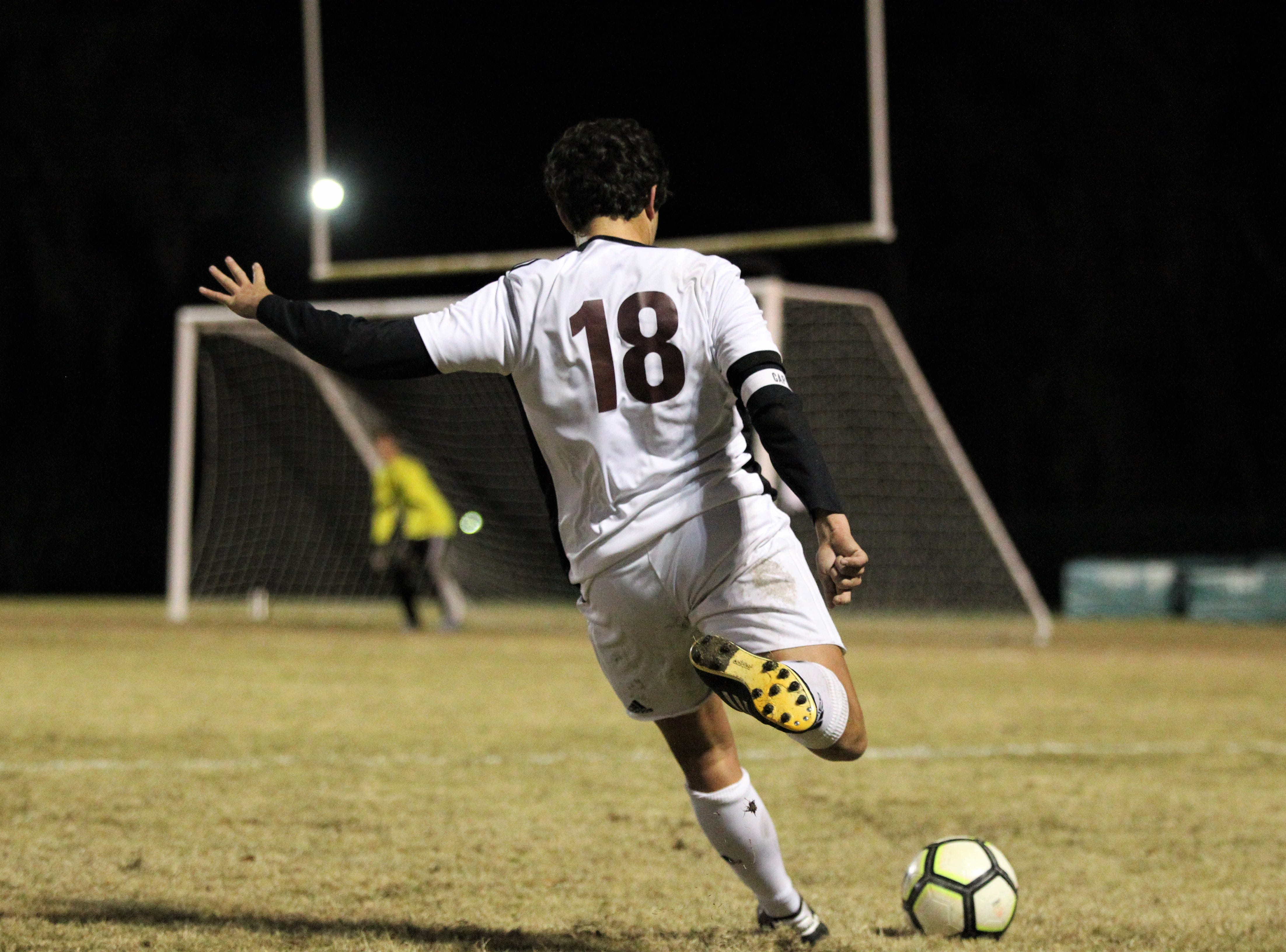 Chiles midfielder Patrick O'Sullivan takes a free kick as Chiles' boys soccer team beat Lincoln 1-0 in a District 2-4A semifinal on Jan. 30, 2019.