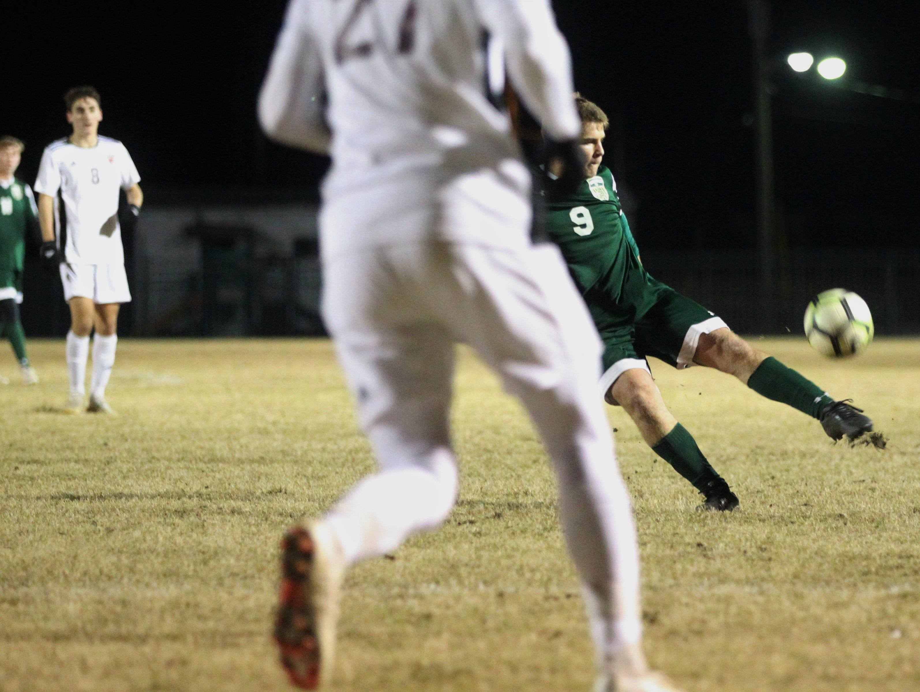 Lincoln's Sean Yearwood sends a shot back into the box as Chiles' boys soccer team beat Lincoln 1-0 in a District 2-4A semifinal on Jan. 30, 2019.