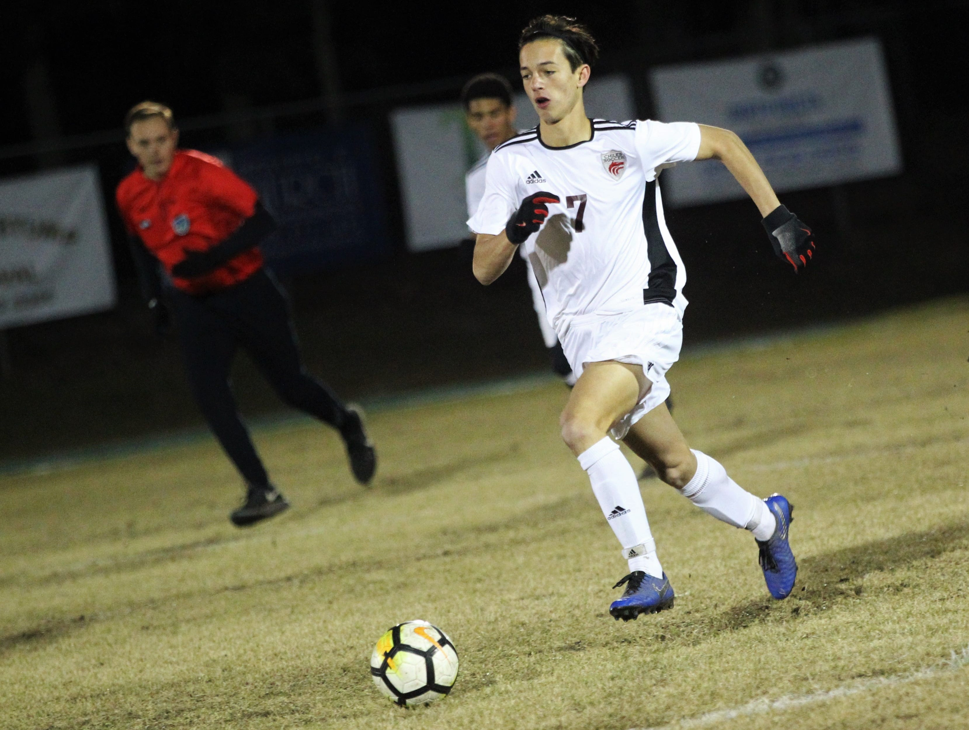 Chiles midfielder Logan Thompson dribbles upfield as Chiles' boys soccer team beat Lincoln 1-0 in a District 2-4A semifinal on Jan. 30, 2019.