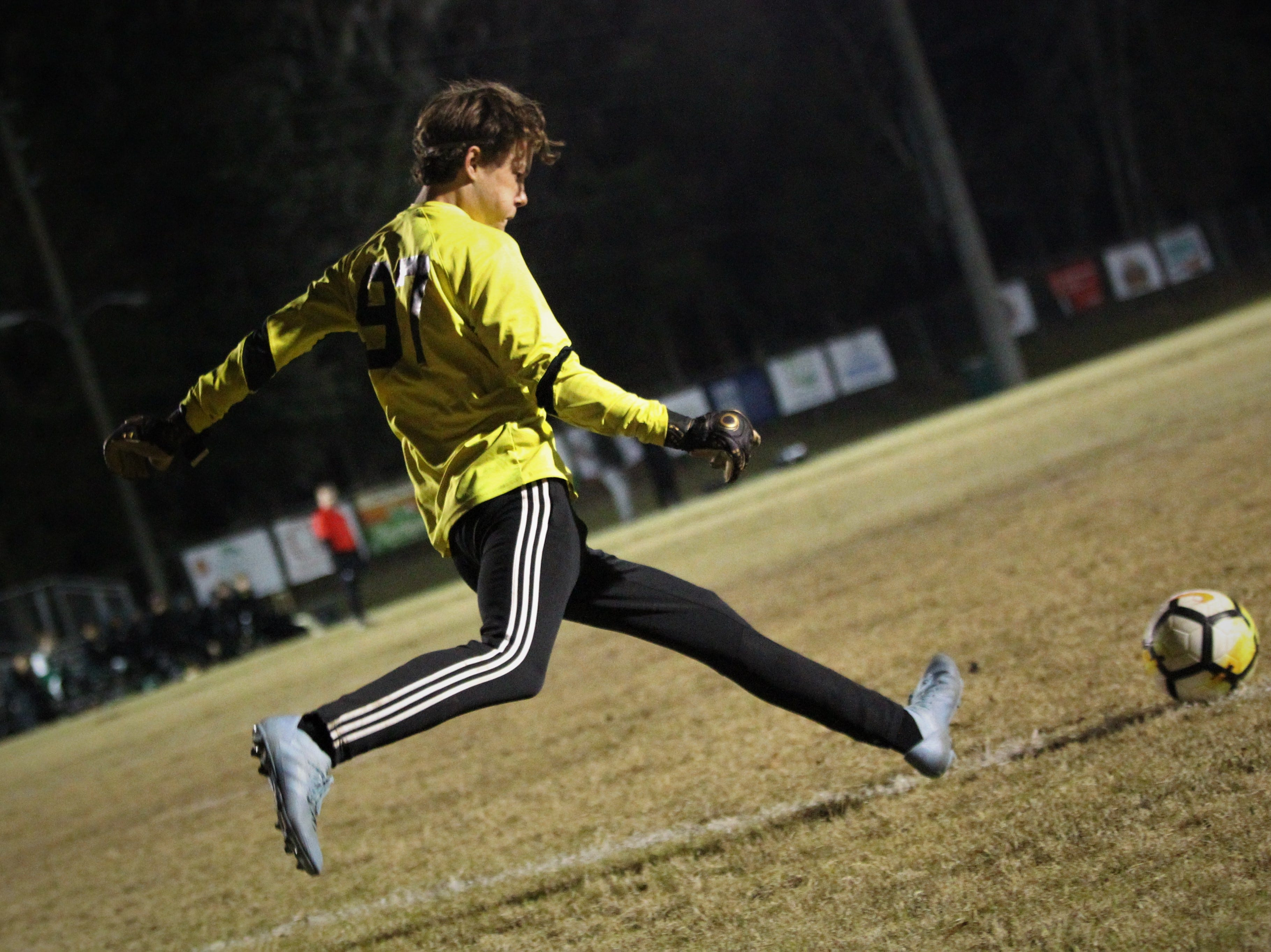 Lincoln keeper Aiden Reiding takes a goal kick as Chiles' boys soccer team beat Lincoln 1-0 in a District 2-4A semifinal on Jan. 30, 2019.