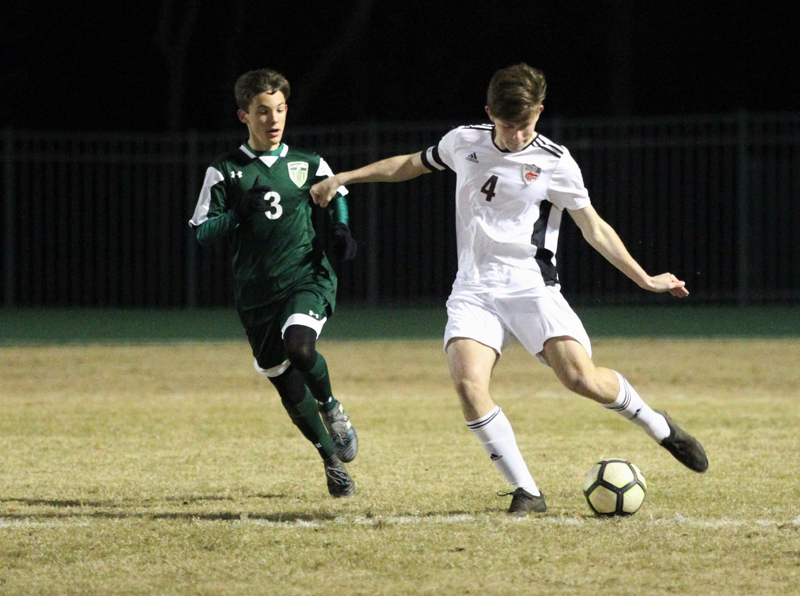 Chiles defender Nate Otis makes a clearance pass as Chiles' boys soccer team beat Lincoln 1-0 in a District 2-4A semifinal on Jan. 30, 2019.