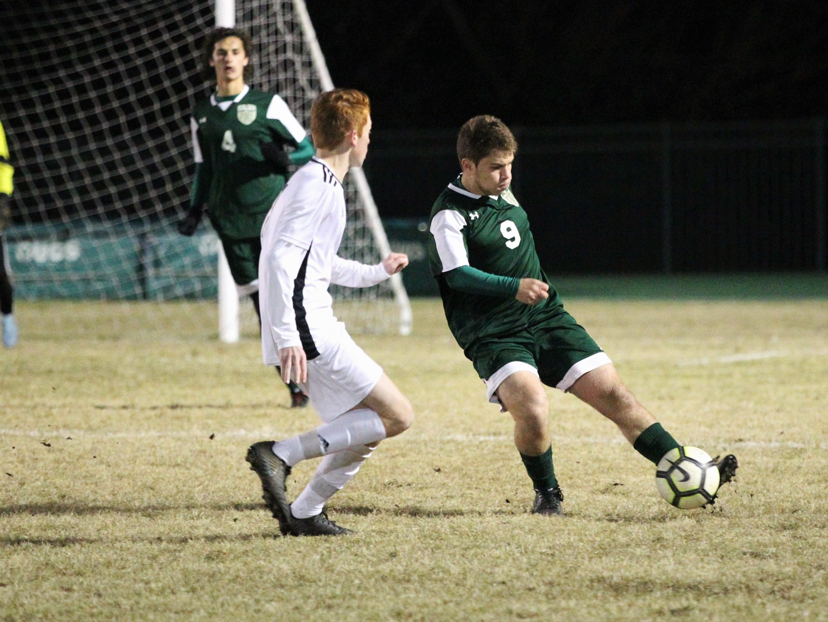 Lincoln's Sean Yearwood sends a clearance pass upfield as Chiles' boys soccer team beat Lincoln 1-0 in a District 2-4A semifinal on Jan. 30, 2019.