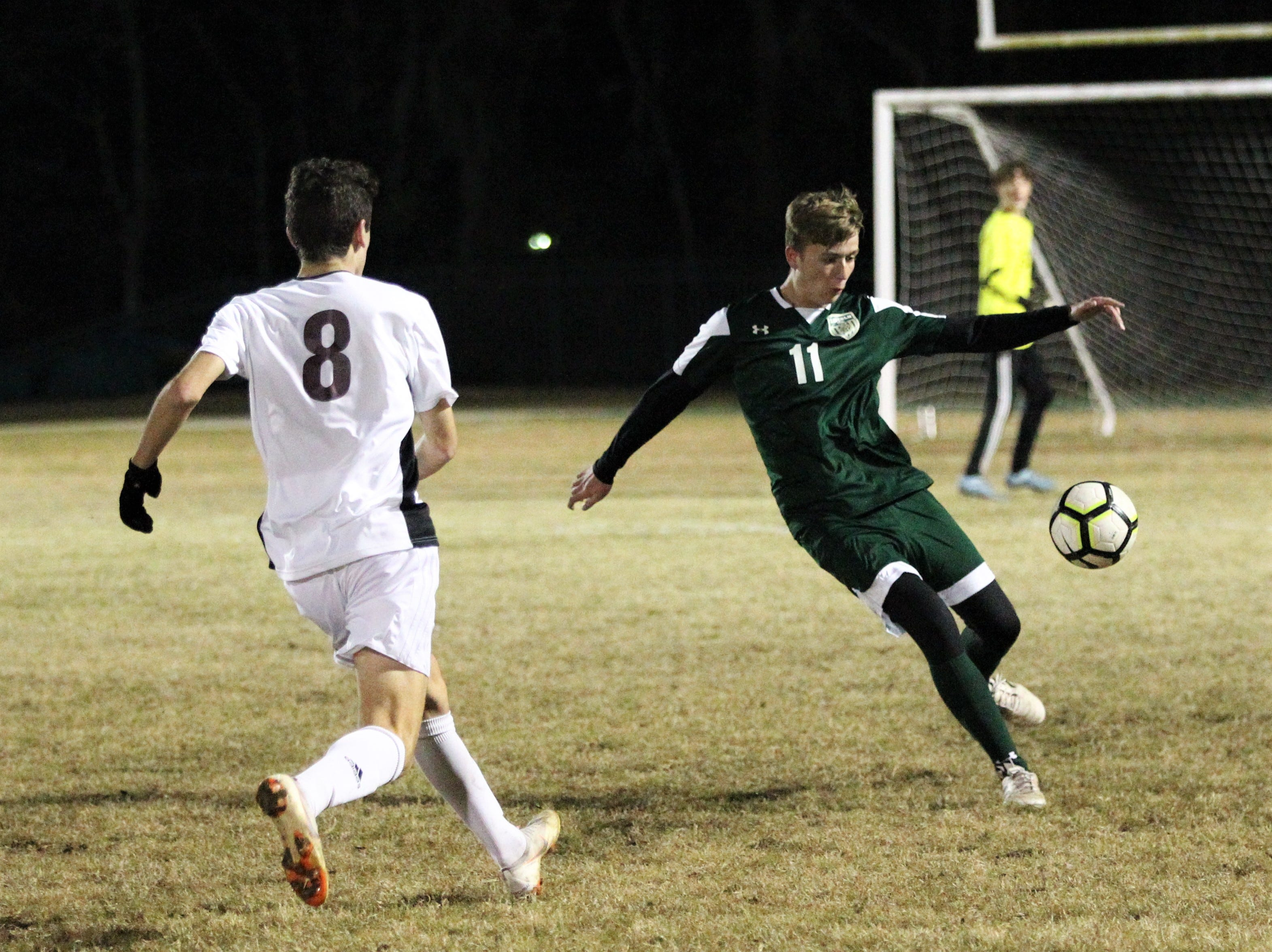 Lincoln defender Brantley Snowden makes a clearance attempt as Chiles' boys soccer team beat Lincoln 1-0 in a District 2-4A semifinal on Jan. 30, 2019.