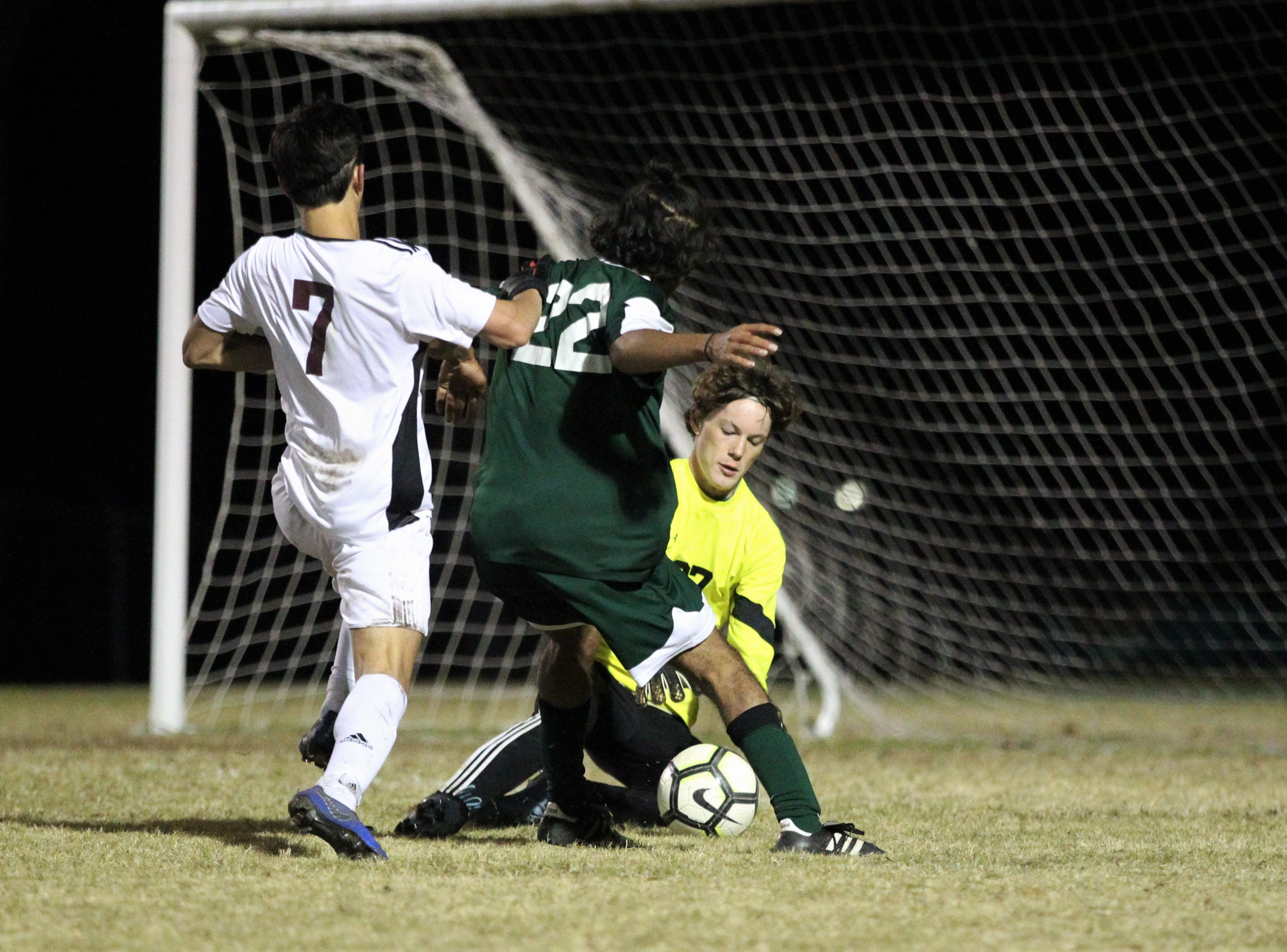 Lincoln keeper Aiden Reiding comes up with a save as Chiles' boys soccer team beat Lincoln 1-0 in a District 2-4A semifinal on Jan. 30, 2019.