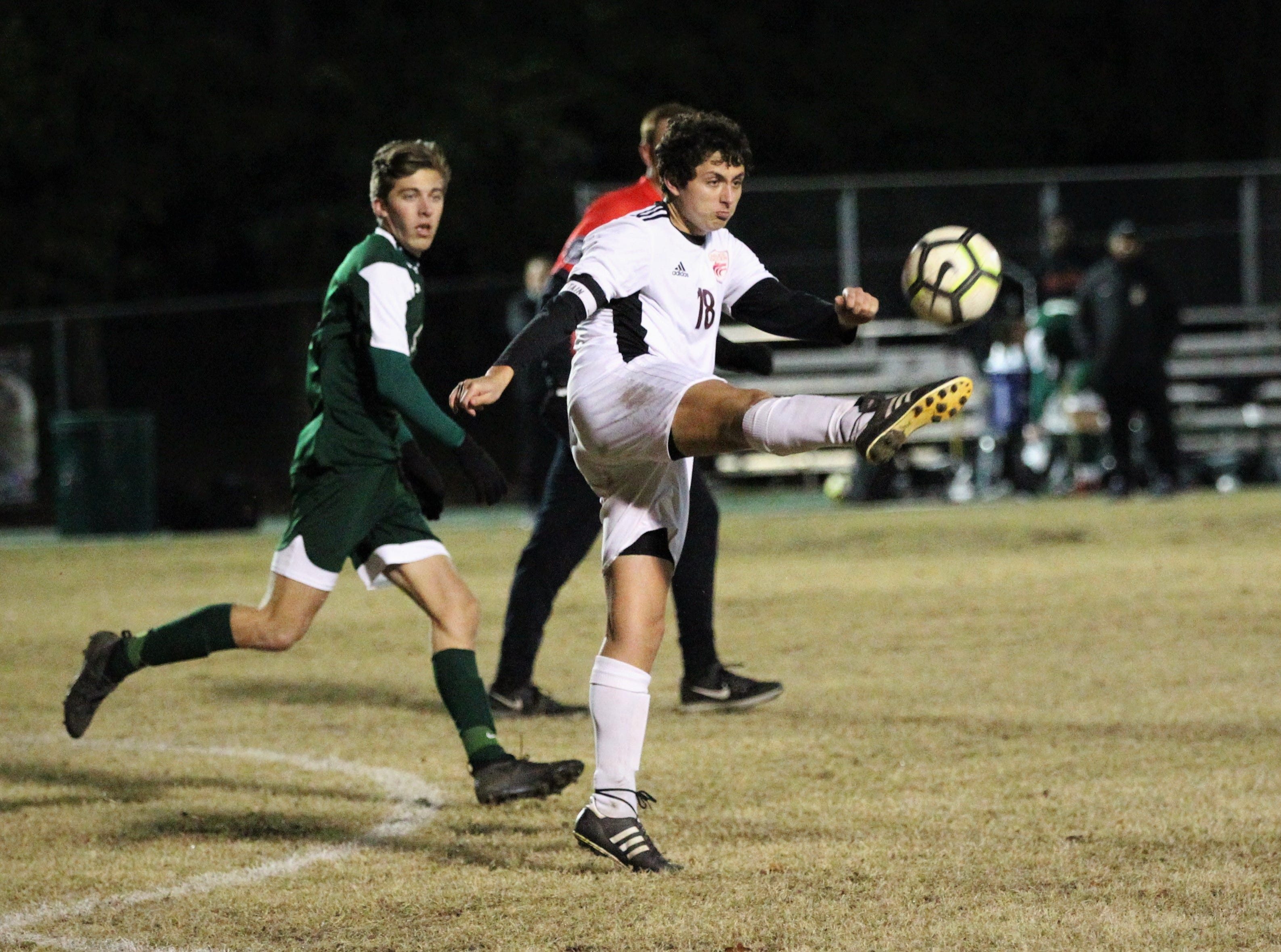 Chiles midfielder Patrick O'Sullivan makes a clearance pass as Chiles' boys soccer team beat Lincoln 1-0 in a District 2-4A semifinal on Jan. 30, 2019.