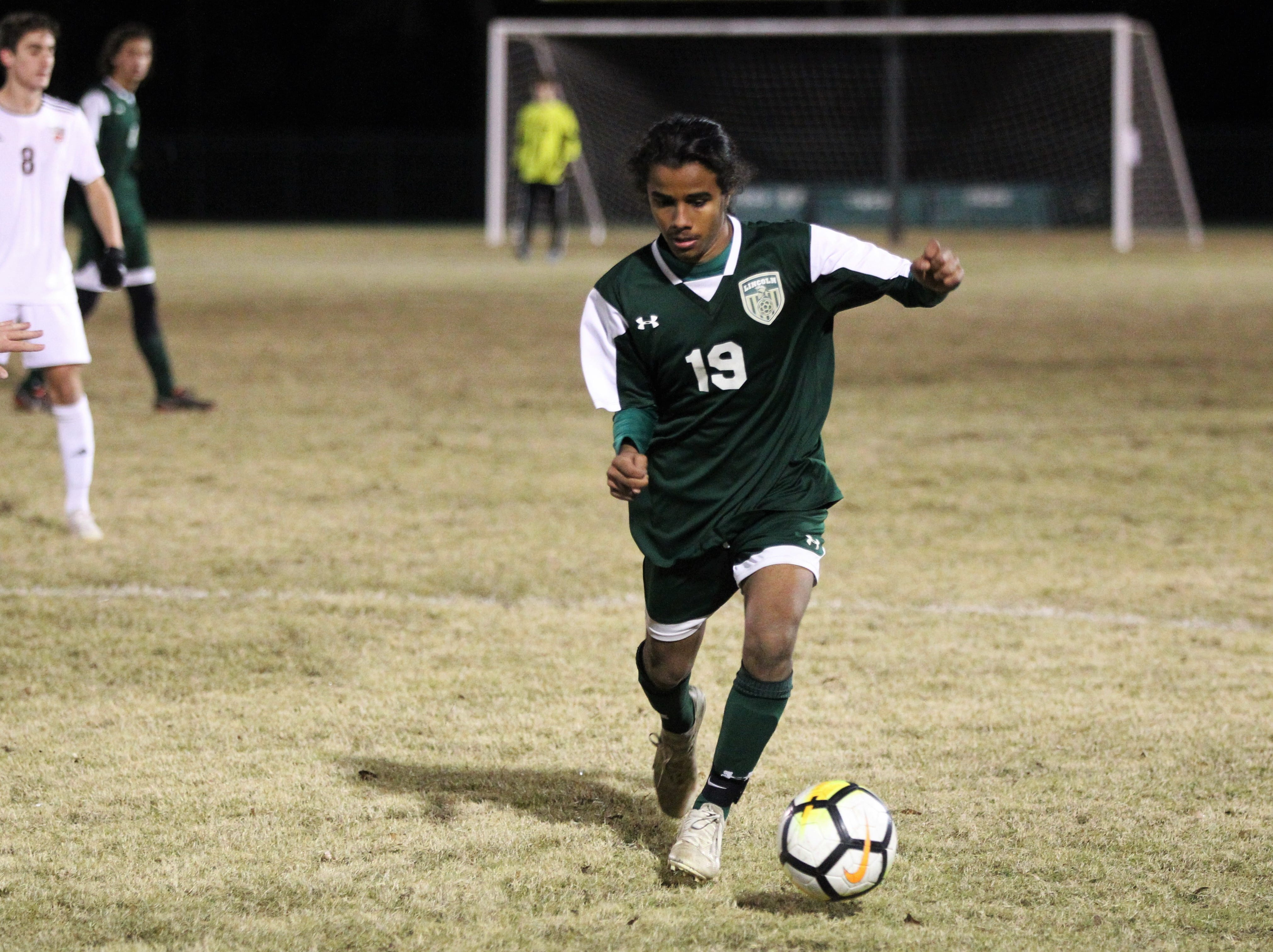 Lincoln forward Ammar Badhabi makes a move upfield as Chiles' boys soccer team beat Lincoln 1-0 in a District 2-4A semifinal on Jan. 30, 2019.