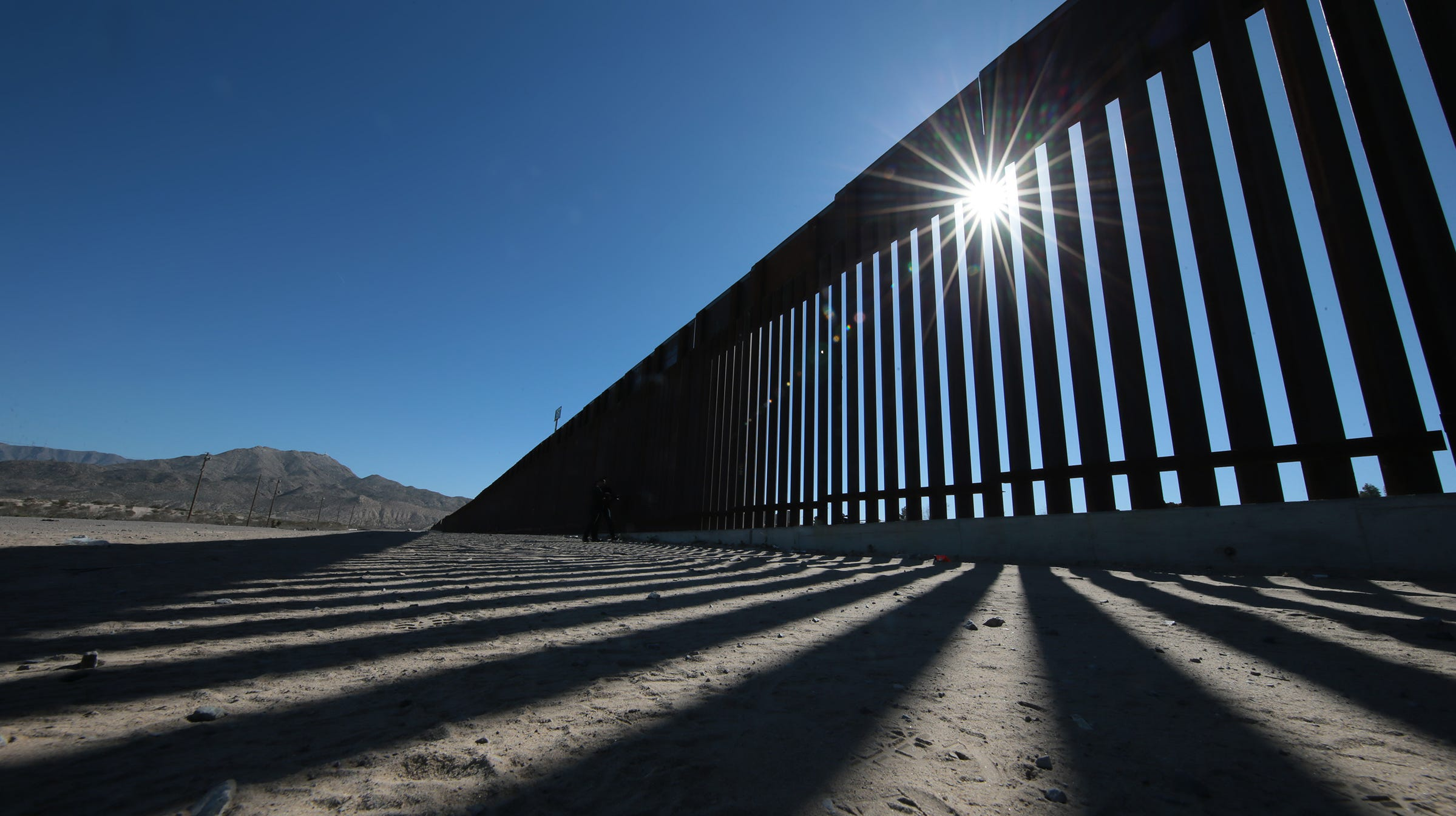 Woman who fell from Sunland Park border wall leaves behind three girls, distraught family