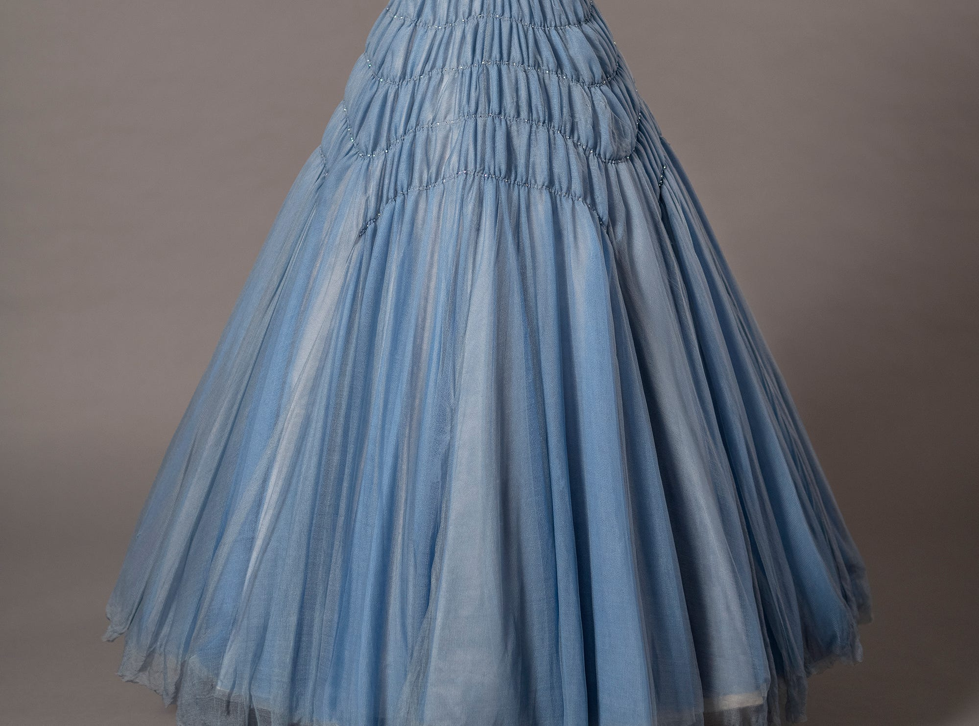 Jane Petrie's dress for Claire Foy is a close copy of the one Queen Elizabeth wore to meet the Kennedys in 1961.