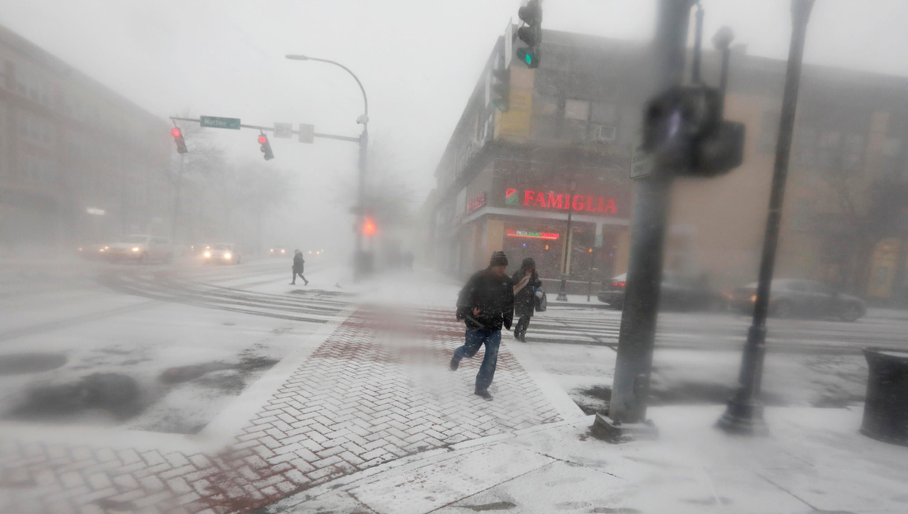 Cold winter weather: Deadly storm batters Midwest, Chicago, East