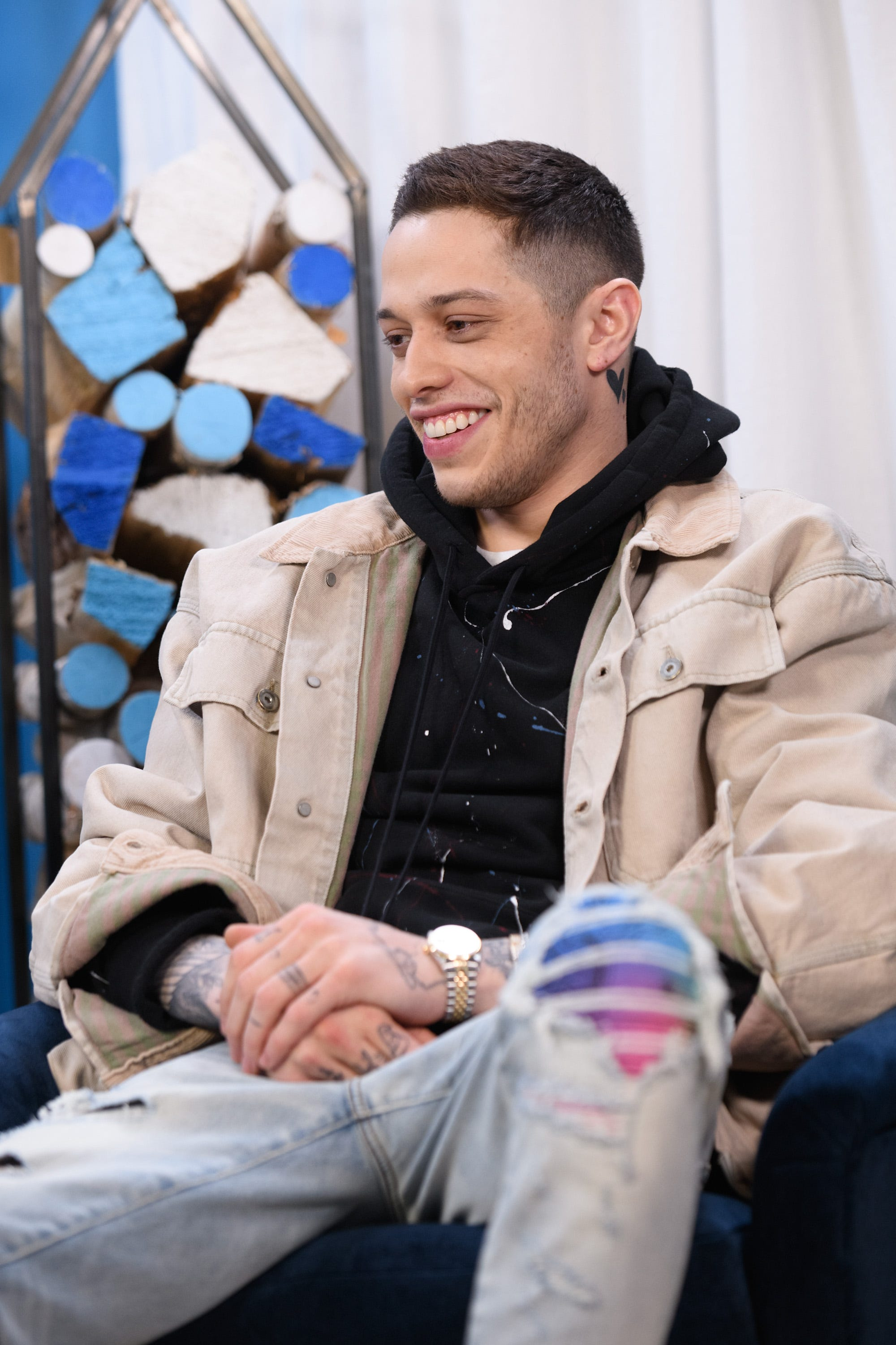 'SNL': Pete Davidson compares R. Kelly to Catholic Church, addresses dating Kate Beckinsale
