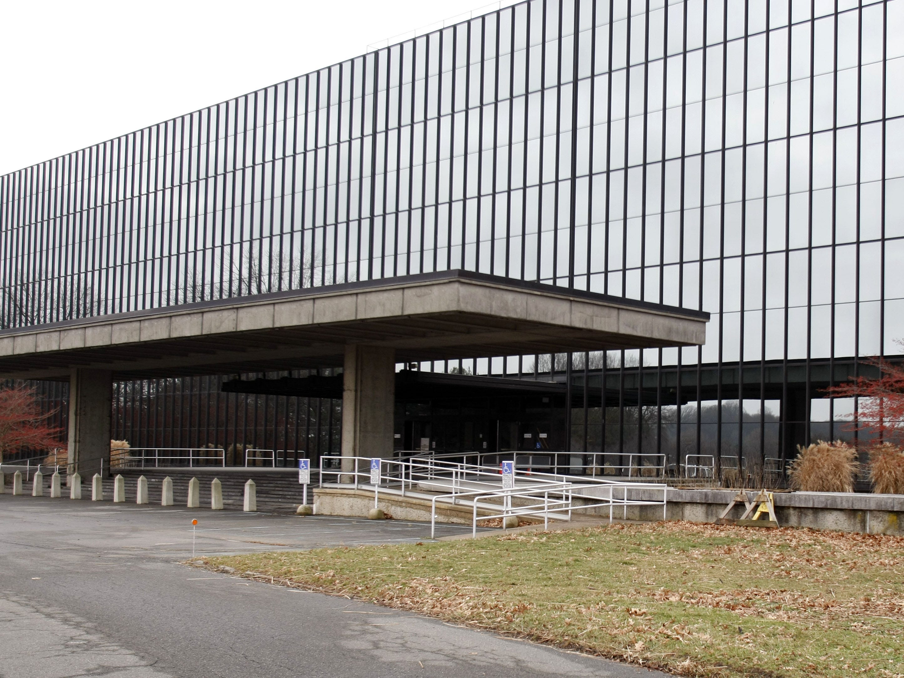 The former Bell Labs building which hosted the NJ Economic Policy Forum. Holmdel -- 12/15/09 --