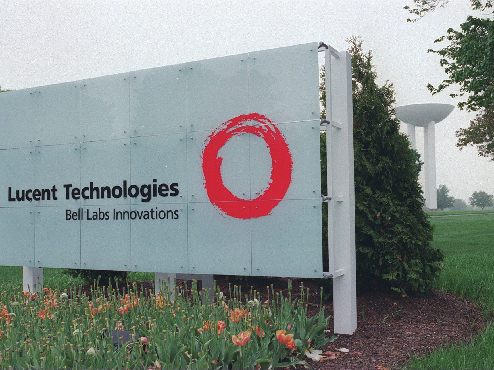 Holmdel, 5/6/98 - Exterior of Lucent Technologies - Bell Labs in Holmdel. ...