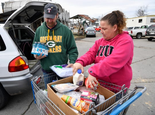 Tommi Jo French and Eddie Goering pick up food at the Manna Cafe on Jan. 28 in Clarksville.