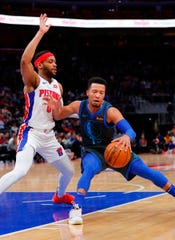 Dallas Mavericks guard Jalen Brunson dribbles against Detroit Pistons guard Bruce Brown in the first half at Little Caesars Arena, Jan. 31, 2019.