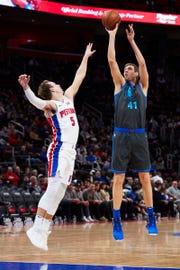Dirk Nowitzki shoots over Luke Kennard in the first half.