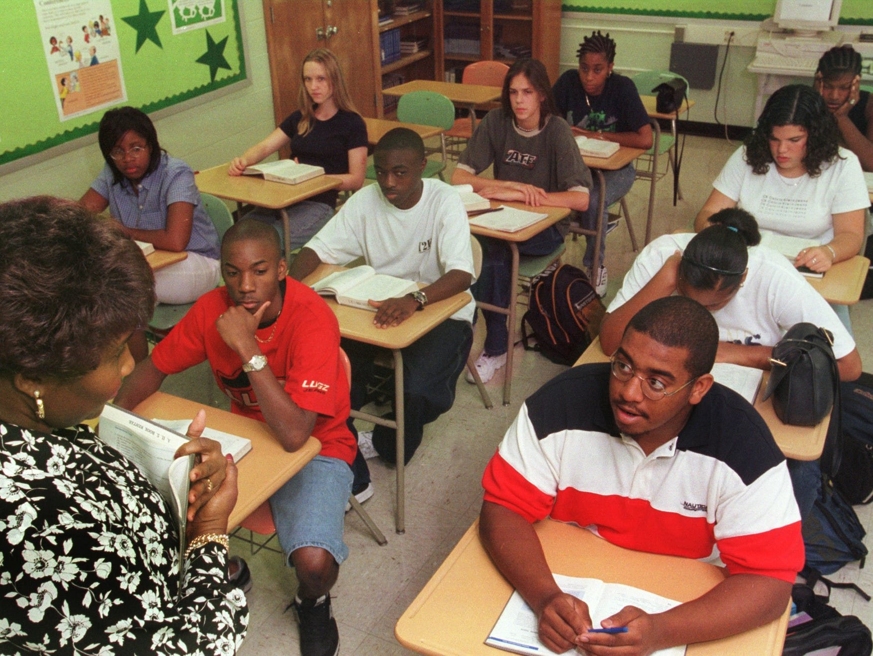 Students in Martha ArnoldÕs Advanced Placement senior English class at Arlington High School study SAT test subjects like vocabulary to help them prepare for the exam in 1999.