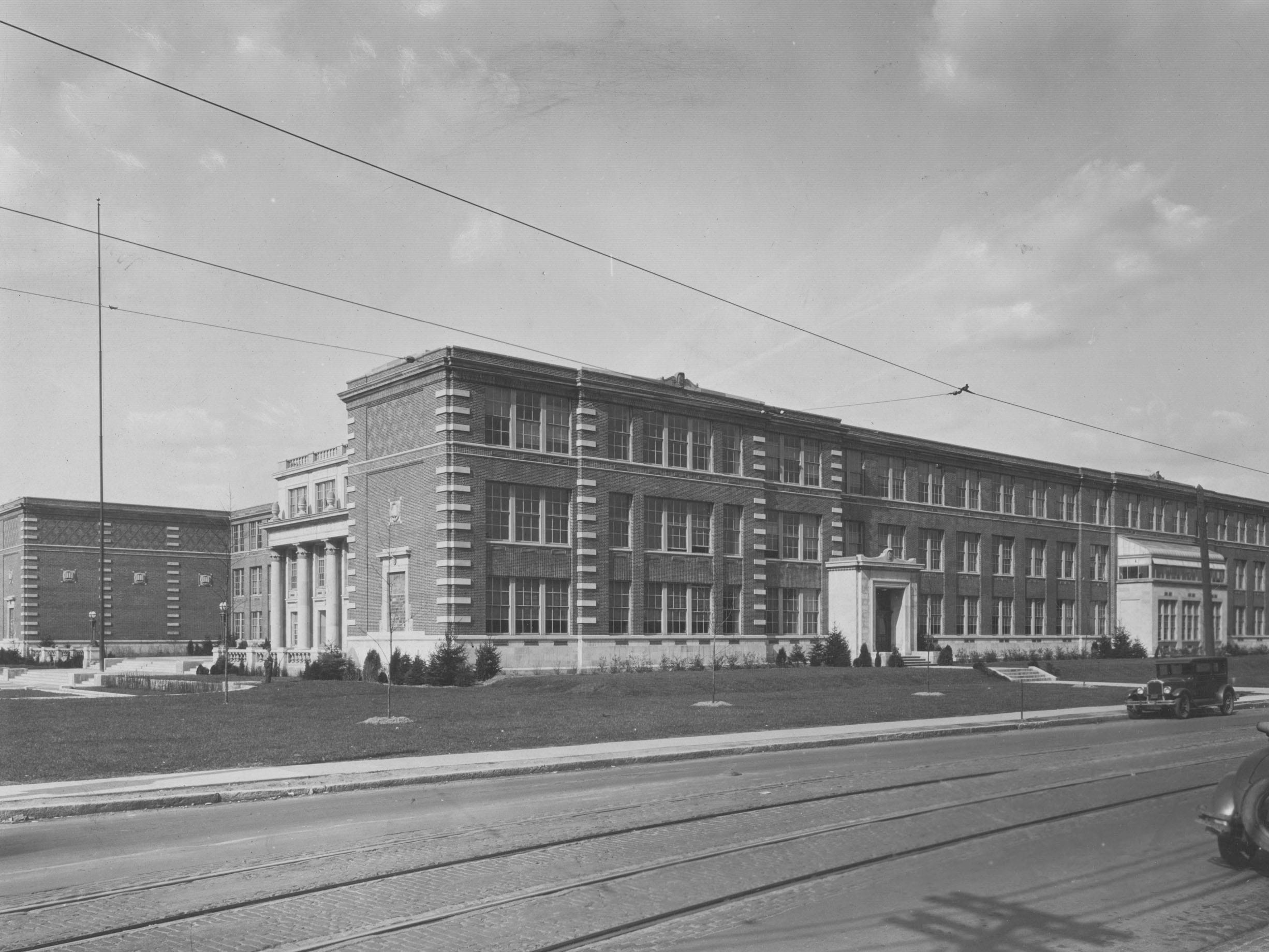 In 1928, Shortridge High School moved from downtown Indianapolis to a new building at 34th and Meridian Street on the north side of Indianapolis.